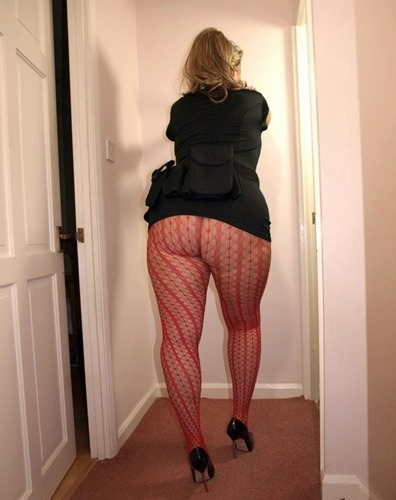 lycra-ass-big-assed-cop-in-patterned-pantyhose